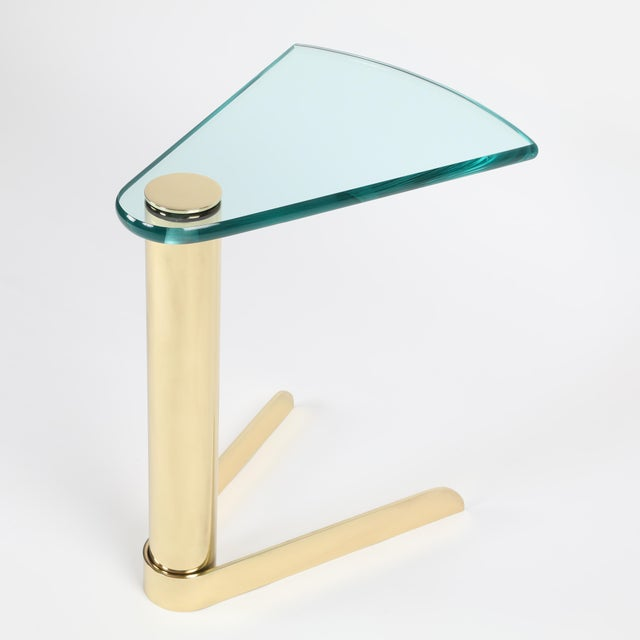 1970S WEDGE-SHAPED OCCASIONAL TABLE IN BRASS AND GLASS BY PACE FURNITURE - Image 4 of 7