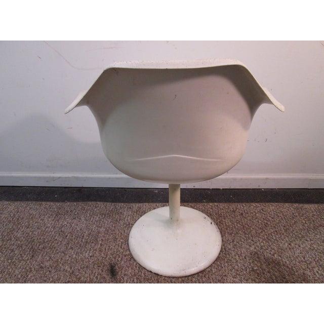 Image of Mid Century Modern Eero Saarinen Tulip Base Chair