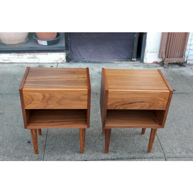 Mid-Century American Walnut Nightstands - A Pair - Image 3 of 10