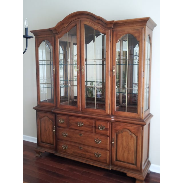 """Thomasville """"Fisher Park"""" China Cabinet/Buffet - Image 2 of 6"""