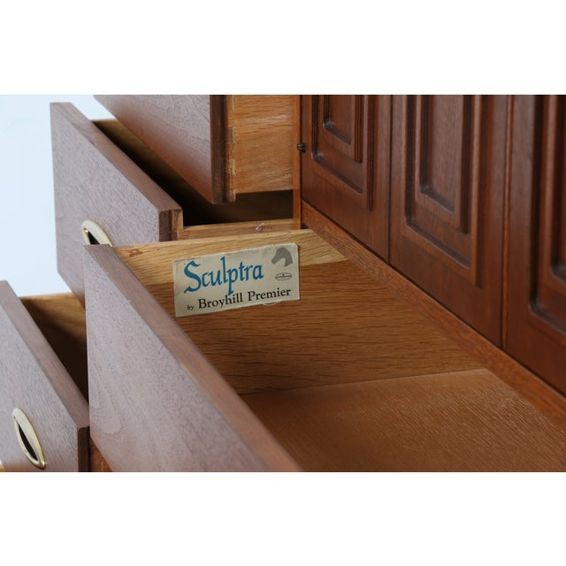 Broyhill's Sculptra Collection Dresser - Image 6 of 10