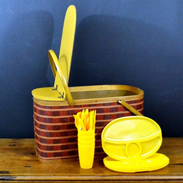 Vintage Picnic Basket & Dinnerware - Image 8 of 8