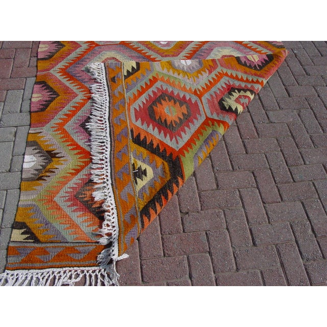 "Vintage Handwoven Turkish Kilim Rug - 5'9"" x 8' - Image 11 of 11"
