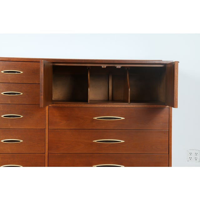 Broyhill's Sculptra Collection Dresser - Image 4 of 10