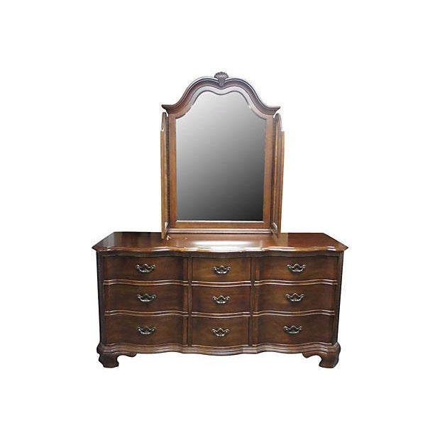 Dresser With Tri Fold Mirror - Image 2 of 7