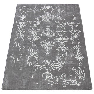 "Gray & White Distressed Rug - 7'7"" x 5'3"""