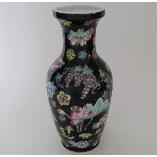 Vintage 1970s Chinese Porcelain Vase - Image 4 of 6