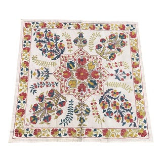 Square Handmade Suzani Pastel Color Suzani Fabric With Flower Patterns
