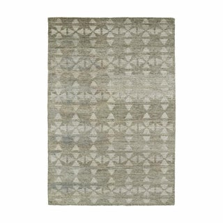 Solitaire Oatmeal Silk Area Rug - 8' x 11'
