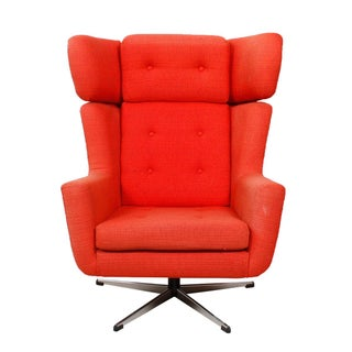 Modernist Swivel Lounge Chair With Chrome Base