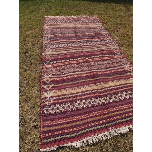 Traditional Handmade Kilim Rug - 4′6″ × 8′1″ - Image 4 of 9