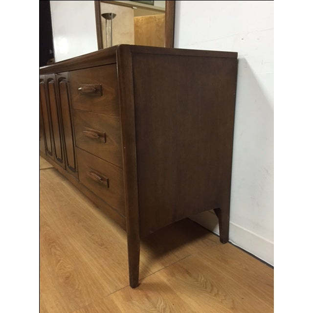 Broyhill Emphasis Mid-Century Dresser & Mirror - Image 4 of 9