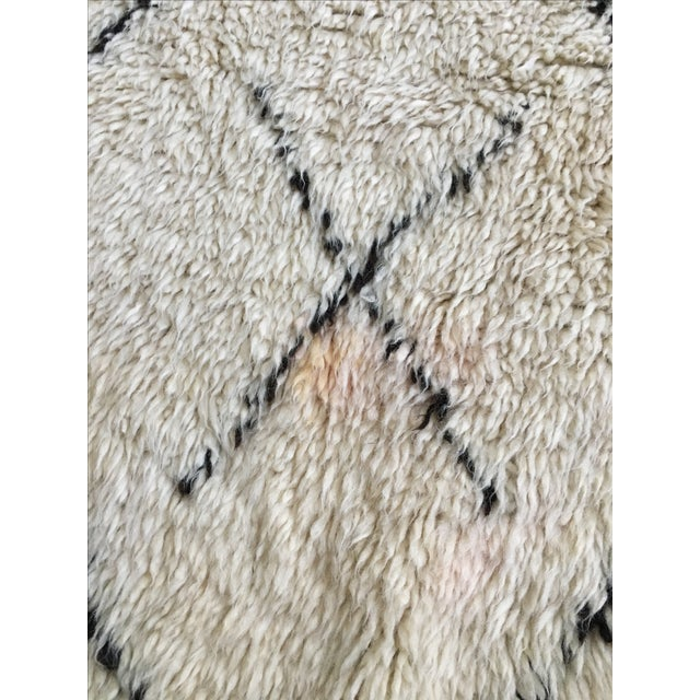 Vintage Moroccan Beni Ourain Rug - 4′4″ × 6′7″ - Image 6 of 8