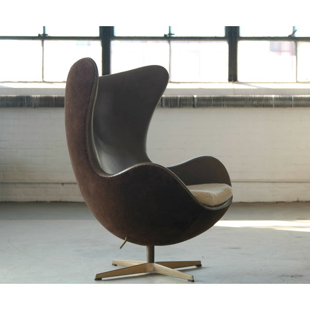 Golden Egg Chair Special Anniversary Edition by Fritz Hansen - Image 5 of 11