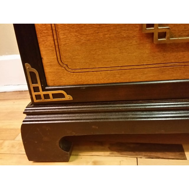 Bassett Chinoiserie Long Dresser With Mirror - Image 11 of 11