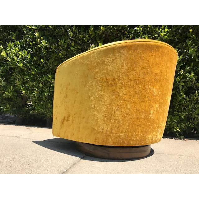 Barrel back swivel tilt chair by Milo Baughman - Image 4 of 4
