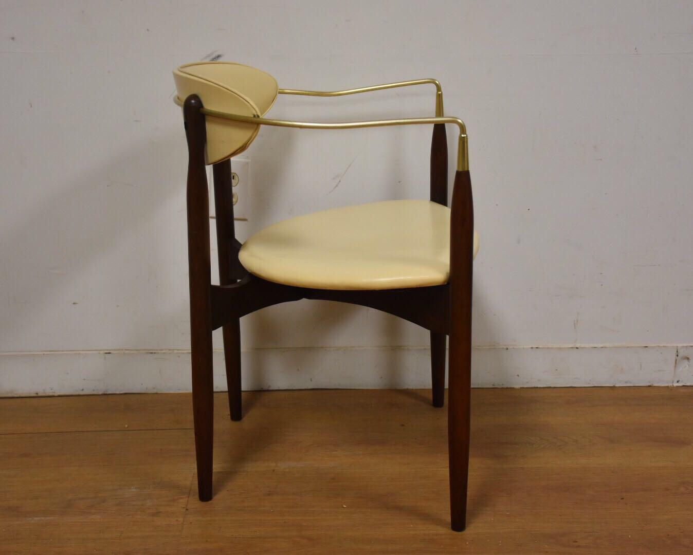 Dan Johnson Beechwood and Off-White Vinyl Viscount Chair - Image 4 of 10