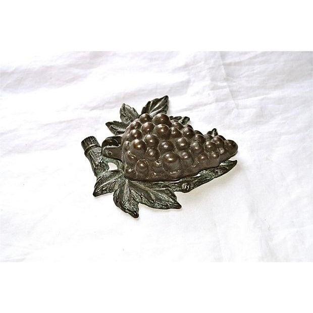 Bronze Grape Bunch Door Knocker - Image 8 of 8
