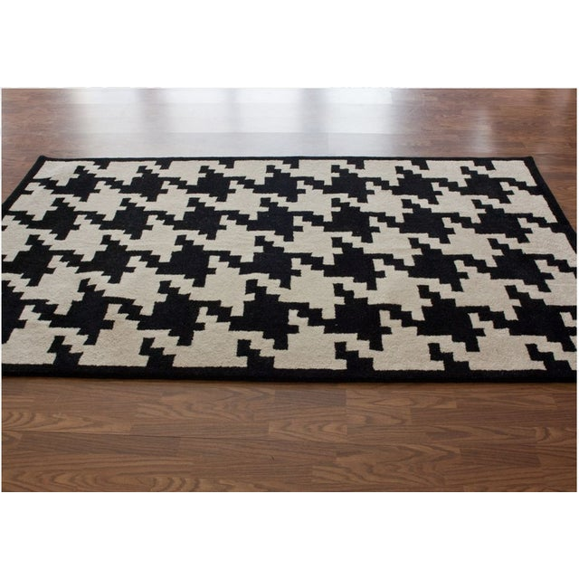 Black cream houndstooth wool rug 7 6 9 6 chairish for Black and white wool rug