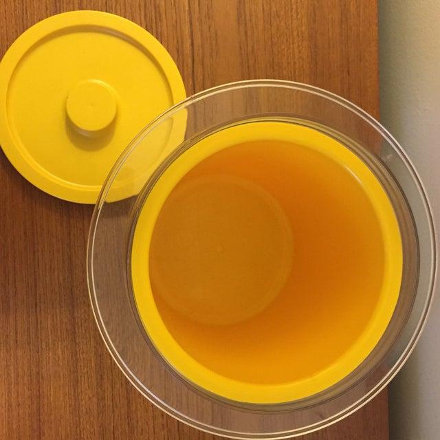 1970s Mid-Century Yellow Plastic Ice Bucket - Image 4 of 6
