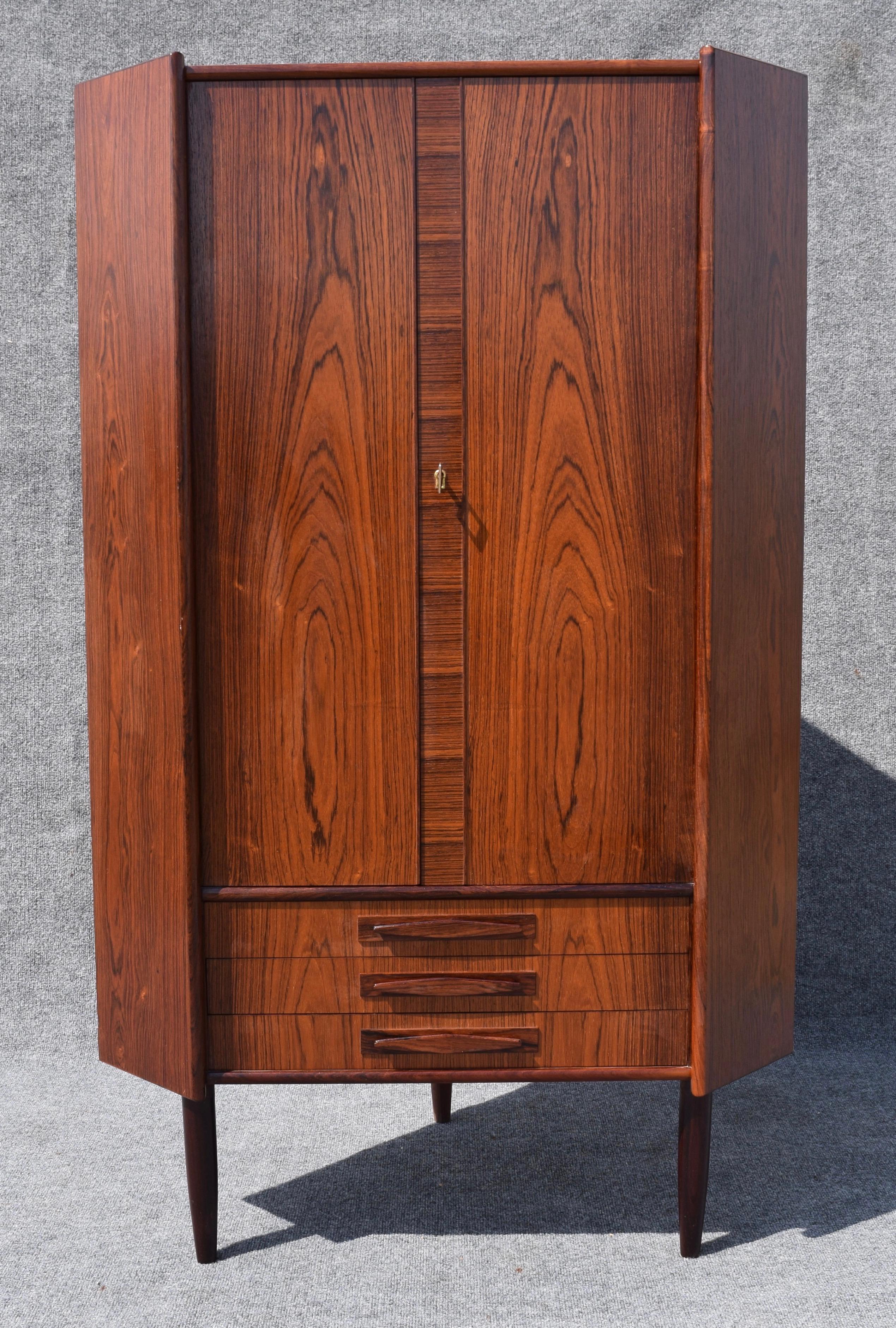 Awesome Vintage Danish Mid Century Modern Rosewood Corner Cabinet   Image 4 Of 8