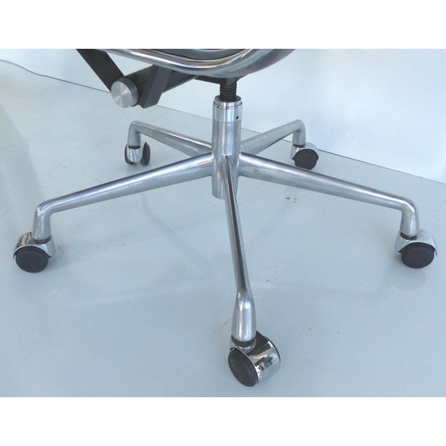Image of Mid-century Eames Herman Miller Aluminum Group Chair