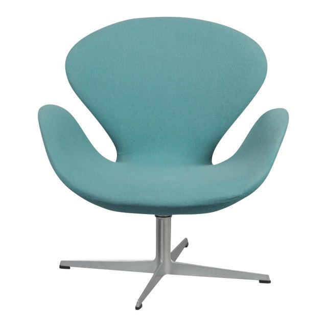 Arne Jacobsen Swan Chair - Image 1 of 6