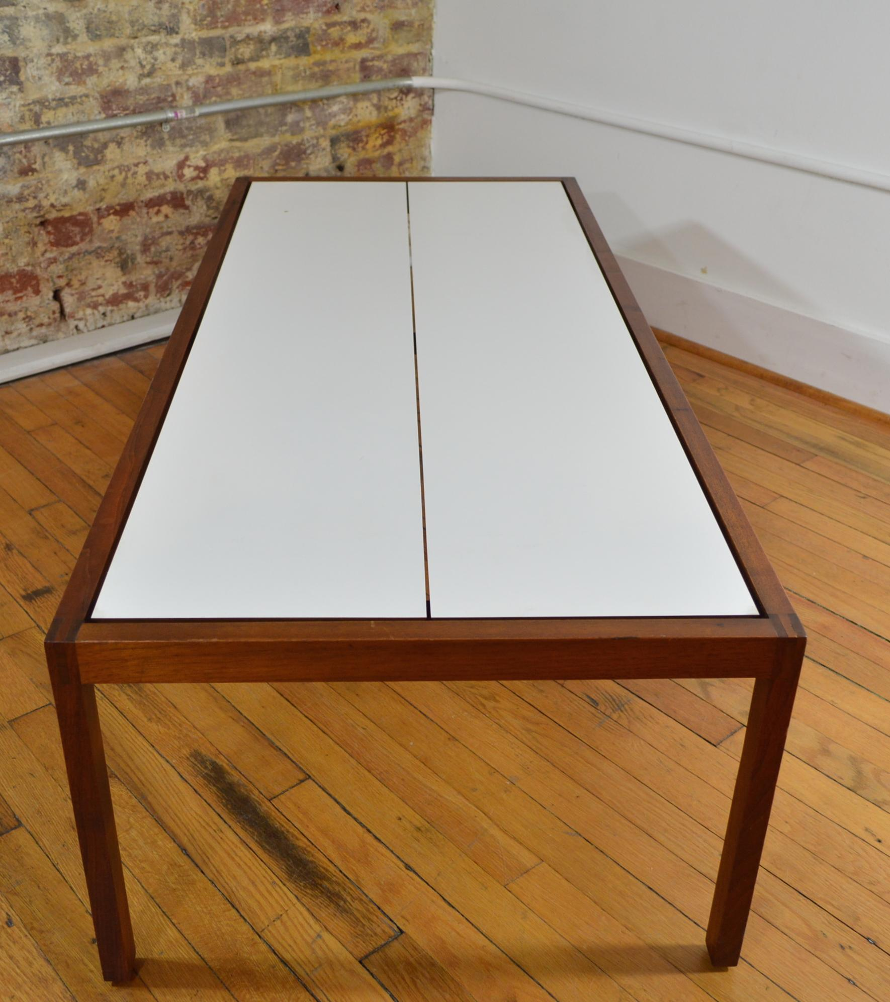 Great Knoll Walnut And Laminate White Coffee Table   Image 4 Of 7