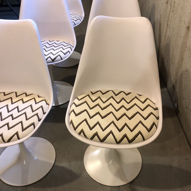 Molly Skok Zig Zag Seat Saarinen Chairs - Set of 6 - Image 4 of 6
