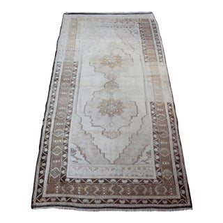 "Ousak Medallion Design Carpet - 3'11"" X 8'"